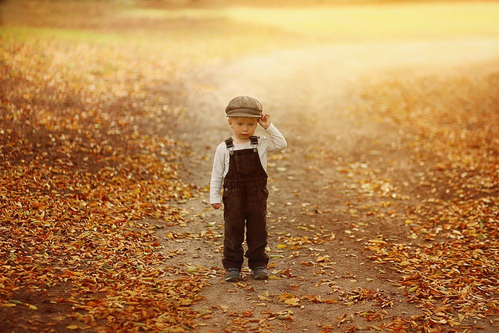 Herbstliche Kinderfotos im Wald bei Rostock